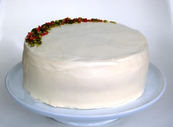 331bb5d35aa1 En enkel og rustik bryllupskage  Lagkage med chokoladeganache og ...