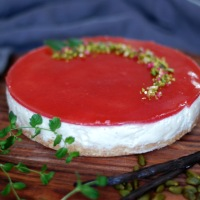 "Den bedste, letteste og luftigste ""non-bake"" cheesecake med jordbærtopping"